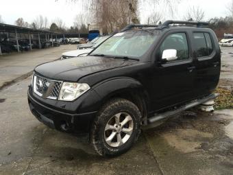 Nissan Navara Fekete